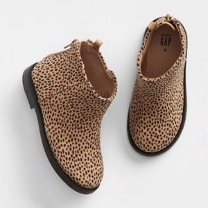 New Gap Leopard print booties. Size 8 Toddler.